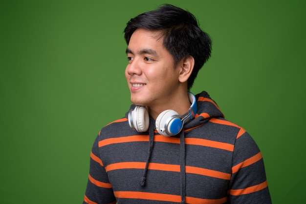 Молодой красавец филиппинский мужчина