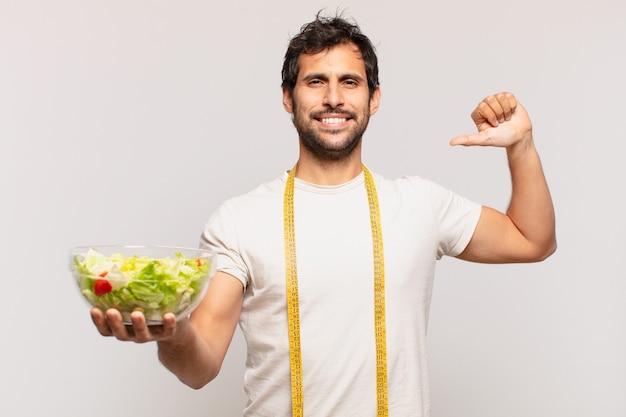 젊은 잘 생긴 인도 남자 행복한 표정