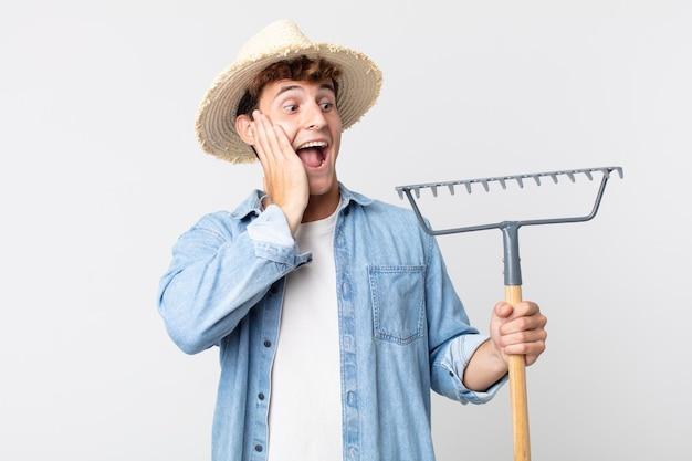 젊고 잘생긴 남자는 행복하고 흥분되고 놀랐습니다. 농부 개념
