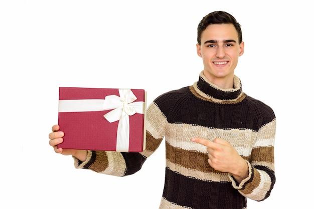 터틀넥 스웨터 화이트 절연 겨울 준비와 젊은 잘 생긴 남자