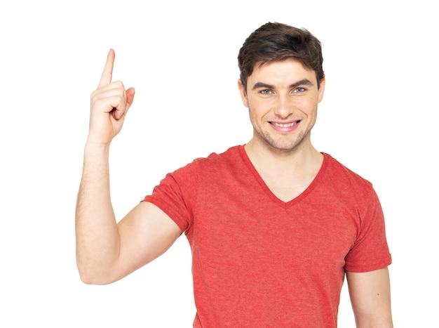 良いアイデアを持つ若い幸せな男は、白い背景で隔離のカジュアルにサインインします。