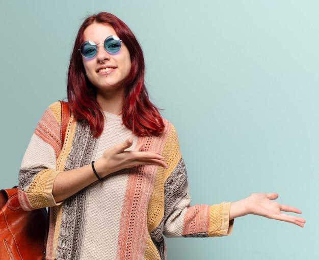コピースペースを持つ若いヒッピー学生女性