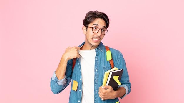 ストレス、不安、倦怠感、欲求不満を感じている若いヒスパニック系男性。学生の概念