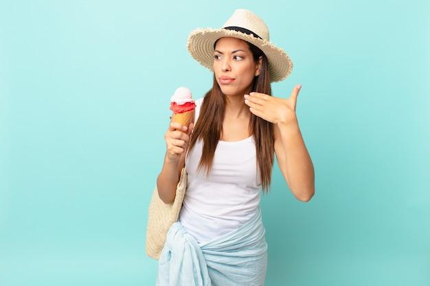 ストレス、不安、倦怠感、欲求不満を感じ、アイスクリームを持っている若いヒスパニック系女性。シュメールの概念