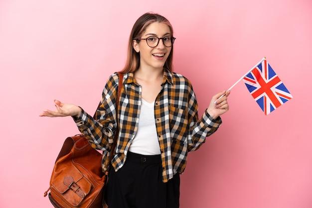 고립 된 영국 국기를 들고 젊은 히스패닉 여자