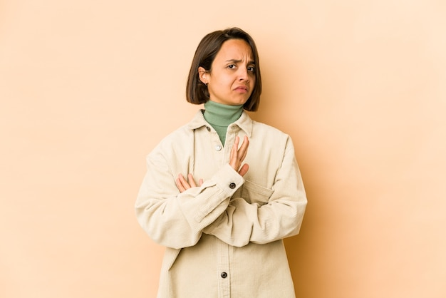Young hispanic woman isolated doing a denial gesture