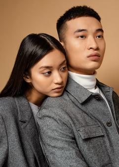 Молодая японская пара
