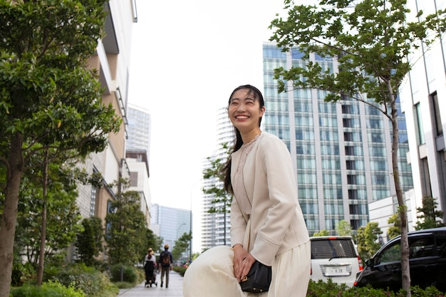 都市周辺の若い日本人女性
