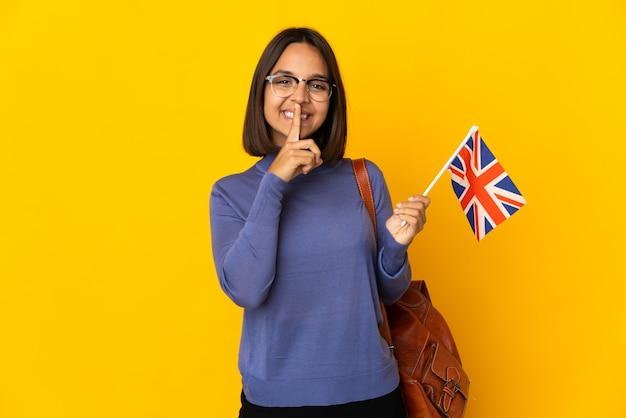 고립 된 영국 국기를 들고 젊은 라틴 여자
