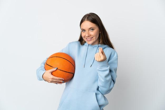 돈 제스처를 만드는 흰색 배경에 고립 농구 젊은 리투아니아 여자