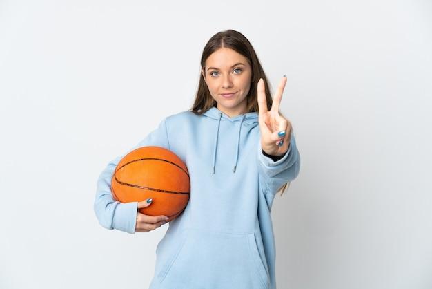 젊은 리투아니아 여자 농구 웃 고 승리 기호를 보여주는 흰색 배경에 고립