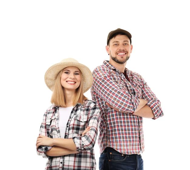 白い背景で隔離の格子縞のシャツの若い男と女