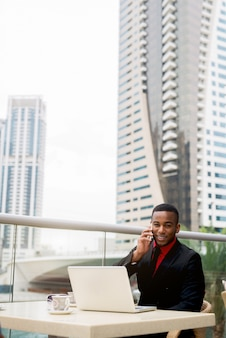 Young man in formal clothing having lunch while making phoncalls