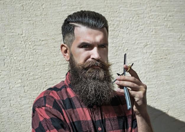 若い男の流行に敏感な美容師