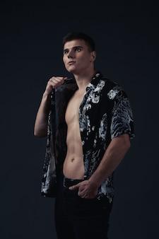 Портрет молодого человека в рубашке