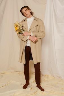 Портрет молодого человека с цветами