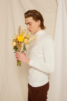 花と若い男の肖像画