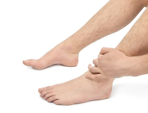 다리, 근접 촬영에 통증으로 고통받는 젊은 남자