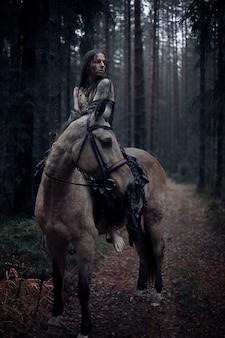 馬と若い男