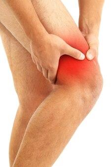 膝の痛みを持つ若い男、白地にd