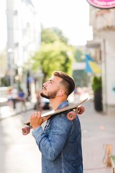 若い、見ること、スケートボード