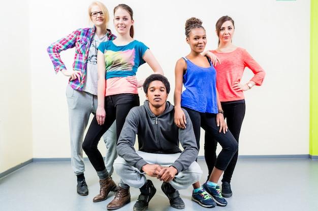 Young men and women in dance class posing