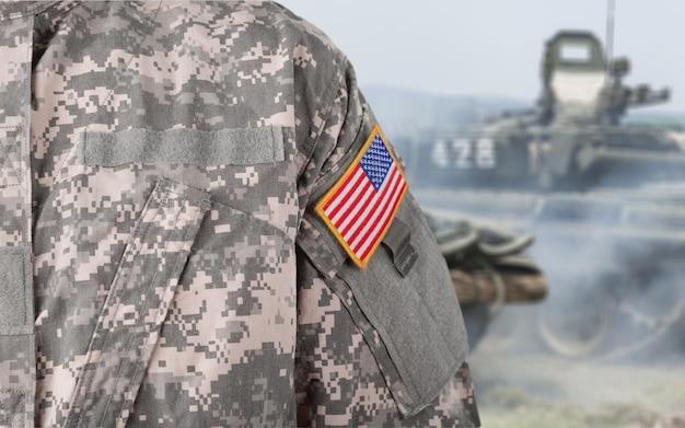 젊은 군인 남자, 가까이, 배경에