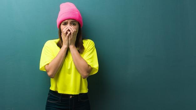 若い現代女性は非常に怖いと隠されて恐れています