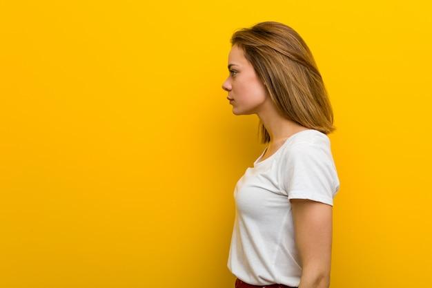 Young natural caucasian woman gazing left, sideways pose.