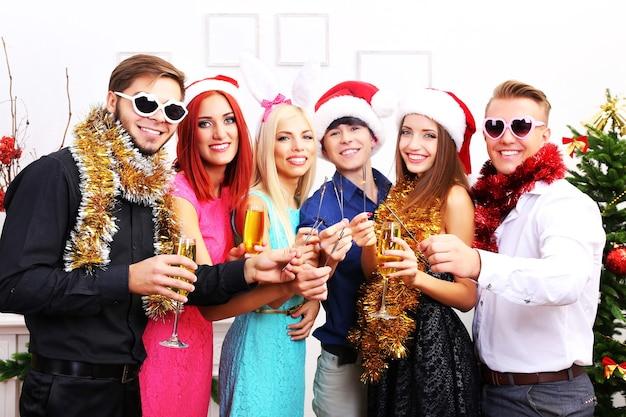 Young people celebrating christmas Premium Photo