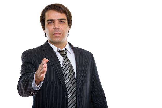 握手を与える若いペルシャの実業家
