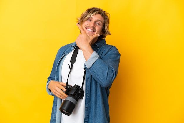 Молодой фотограф человек изолирован