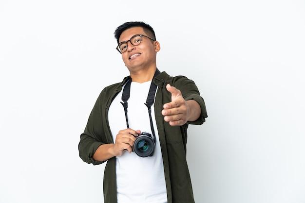 Молодой фотограф на изолированном фоне