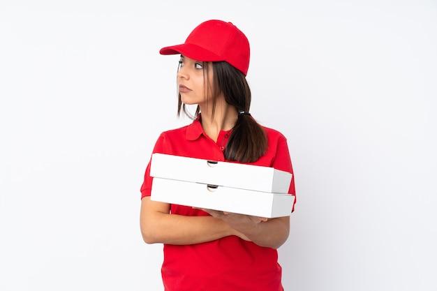 孤立した若いピザ配達若い女性