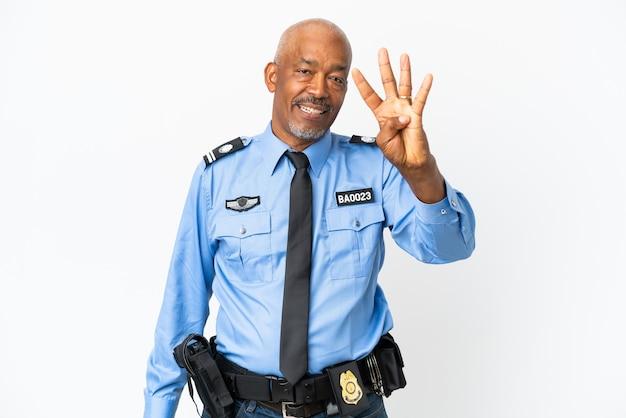Молодой полицейский человек изолирован на белом фоне счастлив и считает четыре пальцами