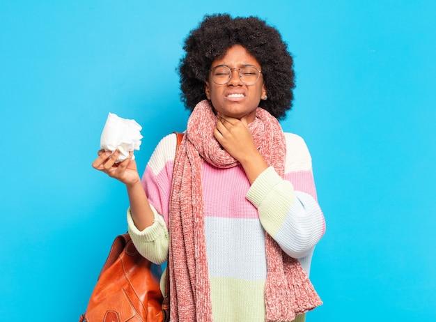 Молодая красивая афро женщина грипп или концепция болезни