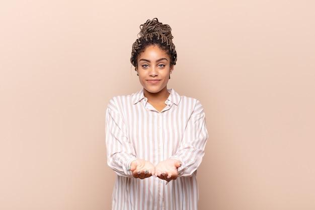 Молодая красивая черная женщина
