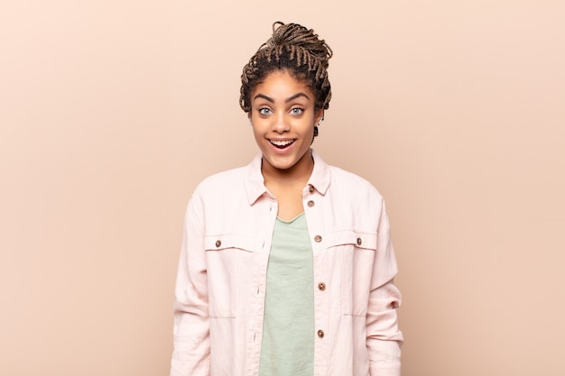 若いきれいな黒人女性