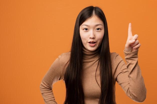 아이디어, 영감 개념 데 젊은 꽤 중국 여자.