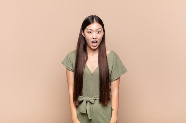 若いきれいな中国人女性