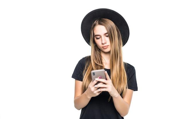 白い背景で隔離の携帯電話でかなりかわいい少女