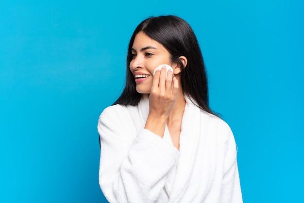 若いかなりヒスパニック系の女性が構成しています。美容コンセプト