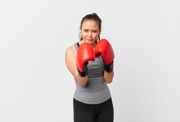 Молодая красивая женщина фитнес-концепция