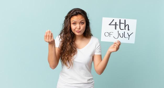 独立記念日の概念を支払うように言って、capiceまたはお金のジェスチャーを作る若いきれいな女性