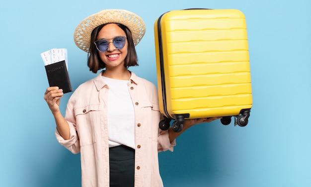 若いきれいな女性。旅行や休日のコンセプト