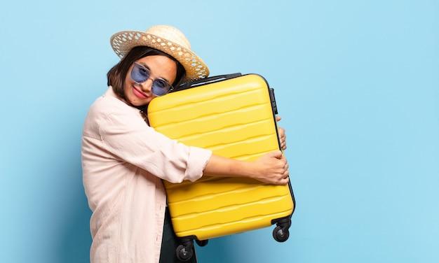 若いきれいな女性。旅行や休日の概念