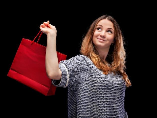 쇼핑백과 젊은 예쁜 여자.