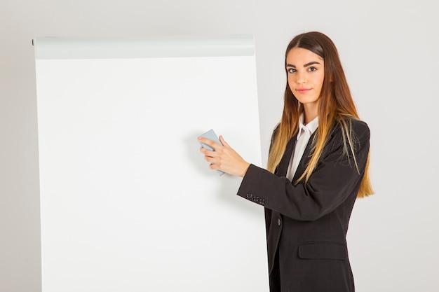 직장에서 젊은 전문 여자