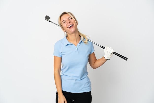 Молодая русская женщина в гольф, изолированные на белом фоне смеясь