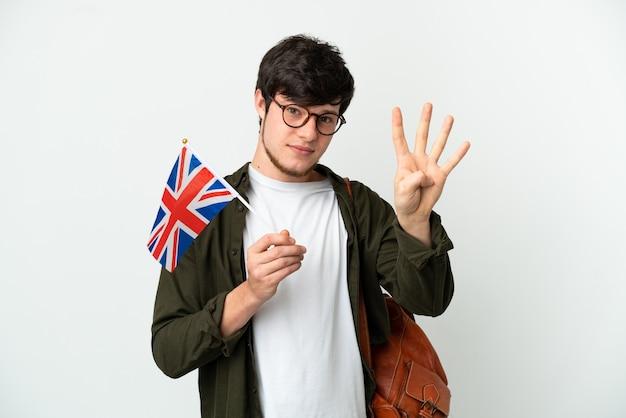 Молодой русский мужчина держит флаг соединенного королевства